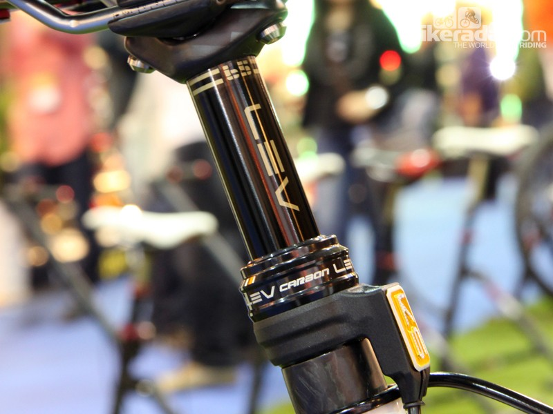 KS Suspension previewed a new ultralight LEV Carbon dropper post at the Taipei Cycle Show