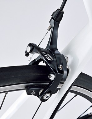 A lot of brands save money with cheaper brakes – not Giant, who have full 105 on the Defy Advanced 2