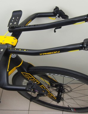 Aero routing for hydraulic lines is not a typical problem