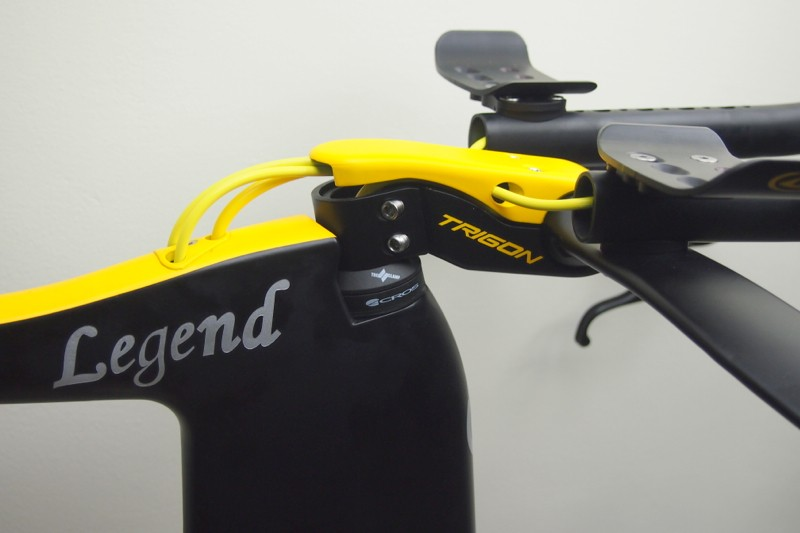 The stem routes the hydraulic cables down into the top tube