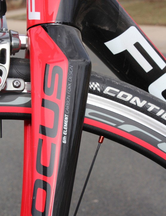 Like many builders these days, Focus uses a tapered head tube, rooted in a beefy fork