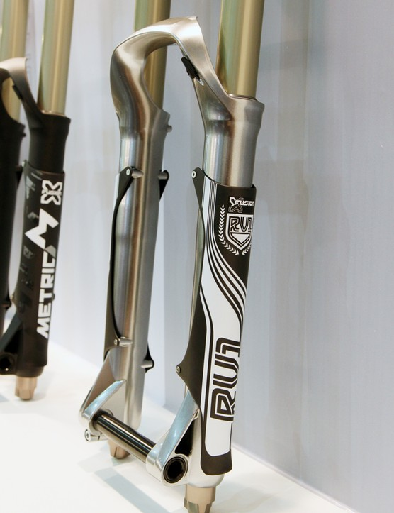 We've seen carbon leg guards on upside-down forks but never on a traditional 'right way up' dual-crown before
