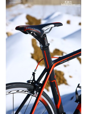 The integrated seatmast provides a very clean look and, with the Ritchey carbon head, lightens things up a bit, too