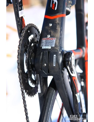Cable routing is eased by the removable guide down below. Electronic drivetrains get a battery mount underneath the down tube