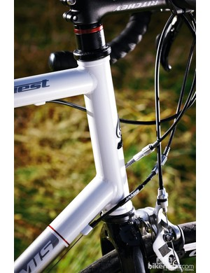 This traditional frame's long head-tube takes a non-tapered headset