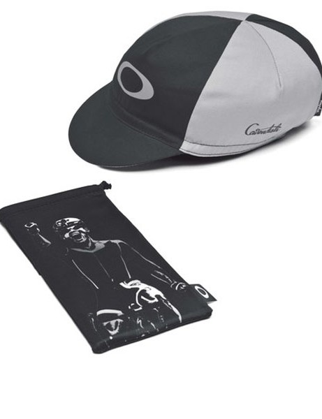 A Rapha cap featuring Cav's signature and a Microlock bag are included in the Cavendish collection