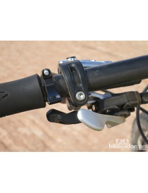 The lever takes up very little space on the handlebar