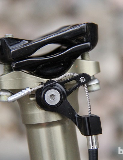 The Elite Dropper uses Thomson's proven two-bolt, micro-adjustable head