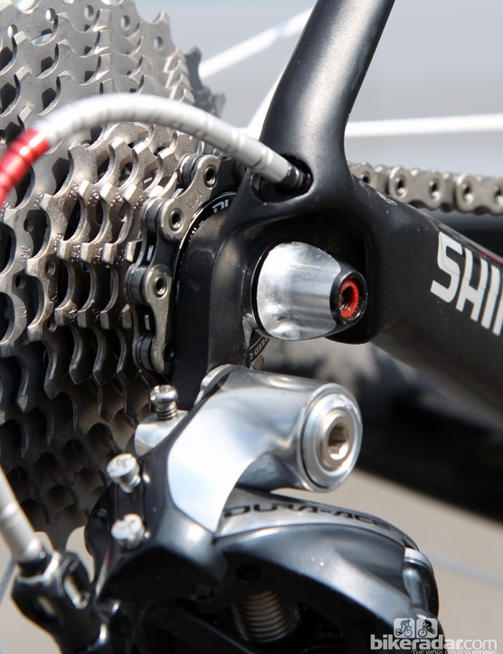Production Trek Domane frames use a replaceable rear derailleur hanger but Fabian Cancellara's (Radioshack-Leopard-Trek) machine uses a one-piece dropout for improved crash durability and shifting performance