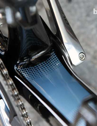 The down tube, seat tube, and chain stays all make good use of the 86mm-wide bottom bracket shell on the new Scott Addict