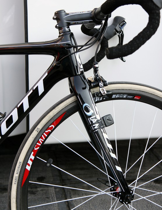 Traditionalists will no doubt like the more organic shape of the revamped Scott Addict