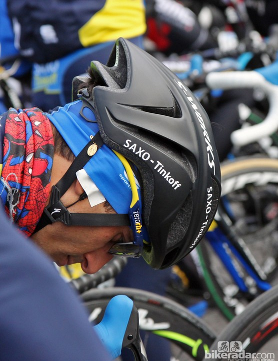 An up-close look at Specialized's new aero road helmet reveals fixed Tri-Fix webbing splitters and the company's Mindset retention system