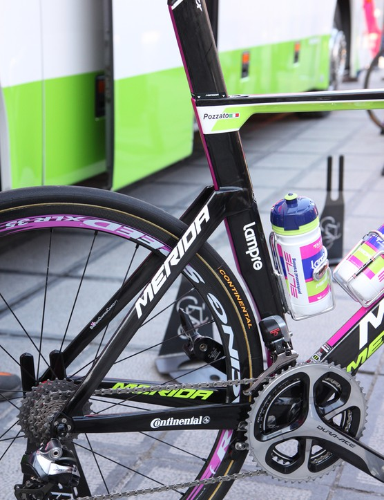 The rear end of Merida's new Reacto Evo looks a lot like BMC's TMR01