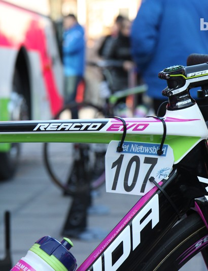 The new Merida Reacto Evo uses a dead-level top tube