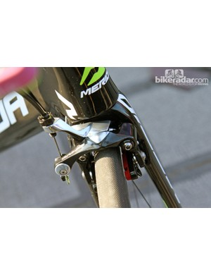 The direct-mount Shimano Dura-Ace brakes on the Merida Reacto Evo use the same mounting standard as on Trek's latest Madone
