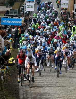 The pack climbing the Koppenberg