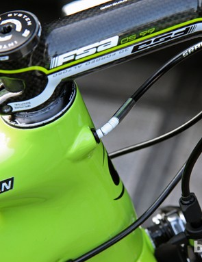 A short section of Nokon segmented aluminum housing provides some more flexibility for the internally routed rear brake line