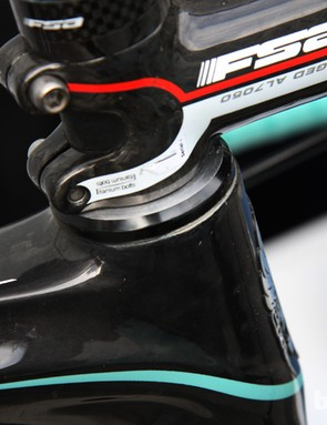The Infinito is part of Bianchi's Coast-to-Coast endurance range, complete with a slightly taller head tube. Vacansoleil-DCM team mechanics milled down the headset cover on Juan Antonio Flecha's machine to gain him a few more millimeters of handlebar drop