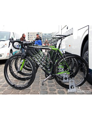 2013 Scheldeprijs winner Marcel Kittel's Felt F-Series FRD bookends the Argos-Shimano fleet before the start. Actual weight without bottles is 7.5kg/16.53lb