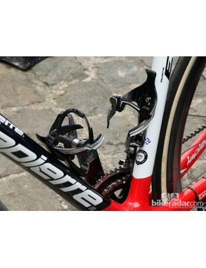 Elite's Sior bottle cages are extraordinarily expensive but they apparently hold on to bottles pretty securely