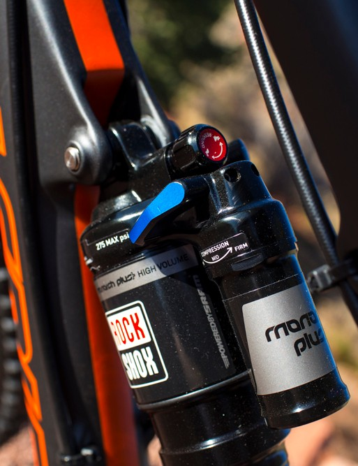 The blue lever controls the amount of low-speed compression, with three settings to choose from