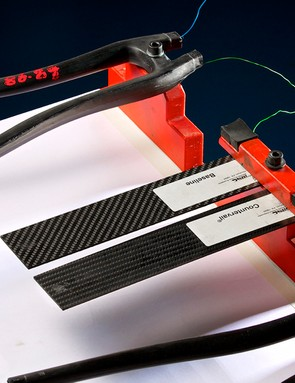 Bianchi demonstrated the vibration-damping qualities of the new CV material compared to standard carbon