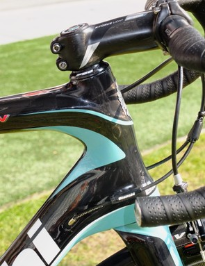 The head tube is oversized but has some aero shaping
