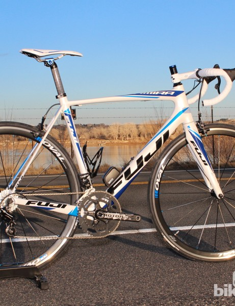 The Fuji Altamira 2.1 with Campagnolo EPS Athena and Fuji's house-brand Oval wheels and cockpit