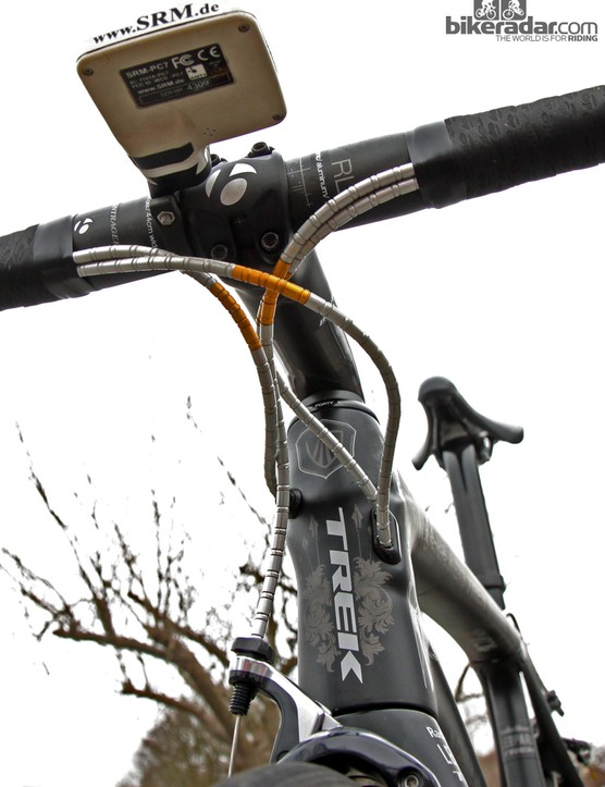 Fabian Cancellara's (Radioshack-Leopard-Trek) Nokon segmented aluminum cable housing featured a few red links at Ronde van Vlaanderen but now they're gold