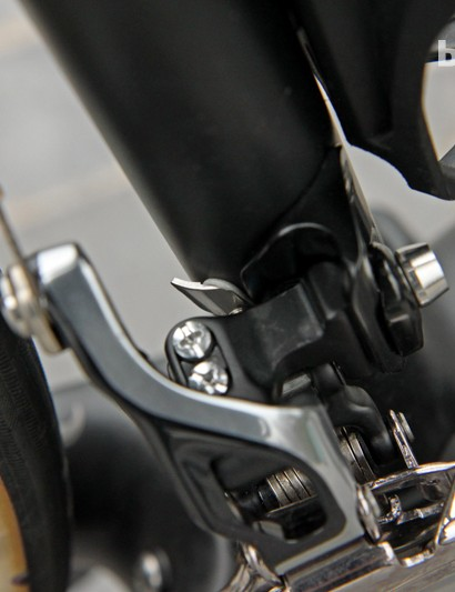 A small stainless steel plate glued on the seat tube gives the Shimano Dura-Ace 9000 front derailleur a more stable foundation