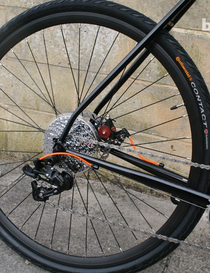 A 32-spoke 700c wheelset should do the job for most commuters