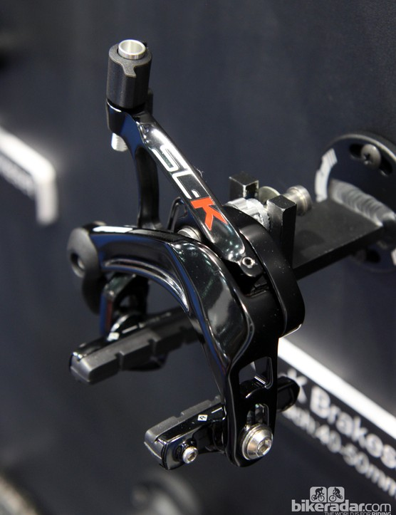The FSA SL-K brake calipers are all-new, with a more heavily triangulated inner arm and revised geometry for use with wide-profile rims. Claimed weight is 314g per pair