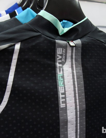 A stretch mesh on the back of the Santini Interactive jersey is intended to provide both ample stretch and breathability