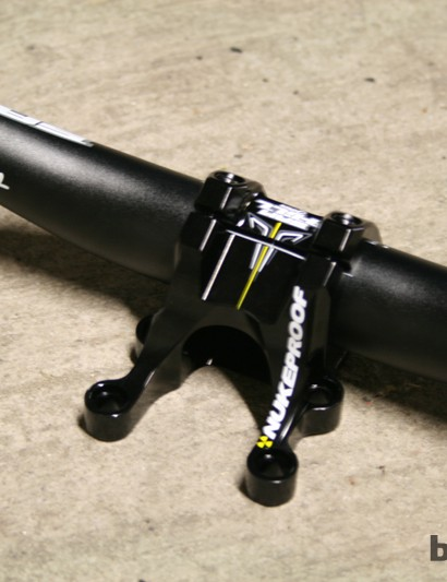 The direct-mount stem is identical to the standard Warhead model, bar the signature decals