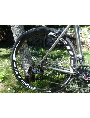FFWD carbon tubular rims running on FFWD hubs provide a fast and comfortable ride