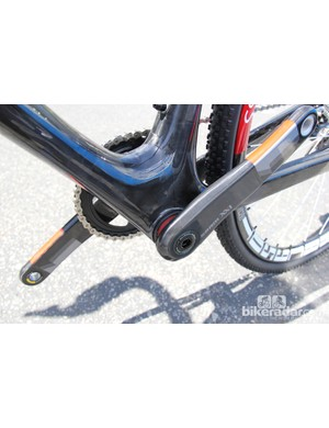It appears to use a press-fit bottom bracket and a massive bottom bracket shell similar to the current TCX Advanced SL