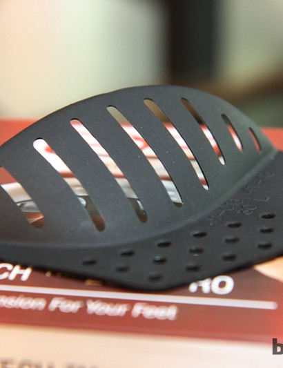 G8 Performance insoles feature interchangeable and repositionable arch 'cookies' to fine-tune the fit. They're surprisingly flexible, too, since G8 feels that your foot should be free to flex for optimum power transfer