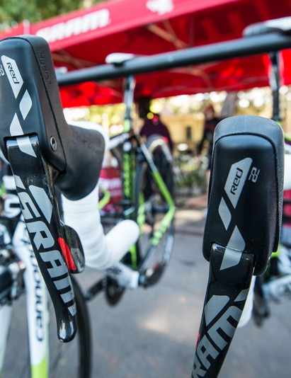 SRAM Red 22 Hydro R levers work with disc or rim calipers