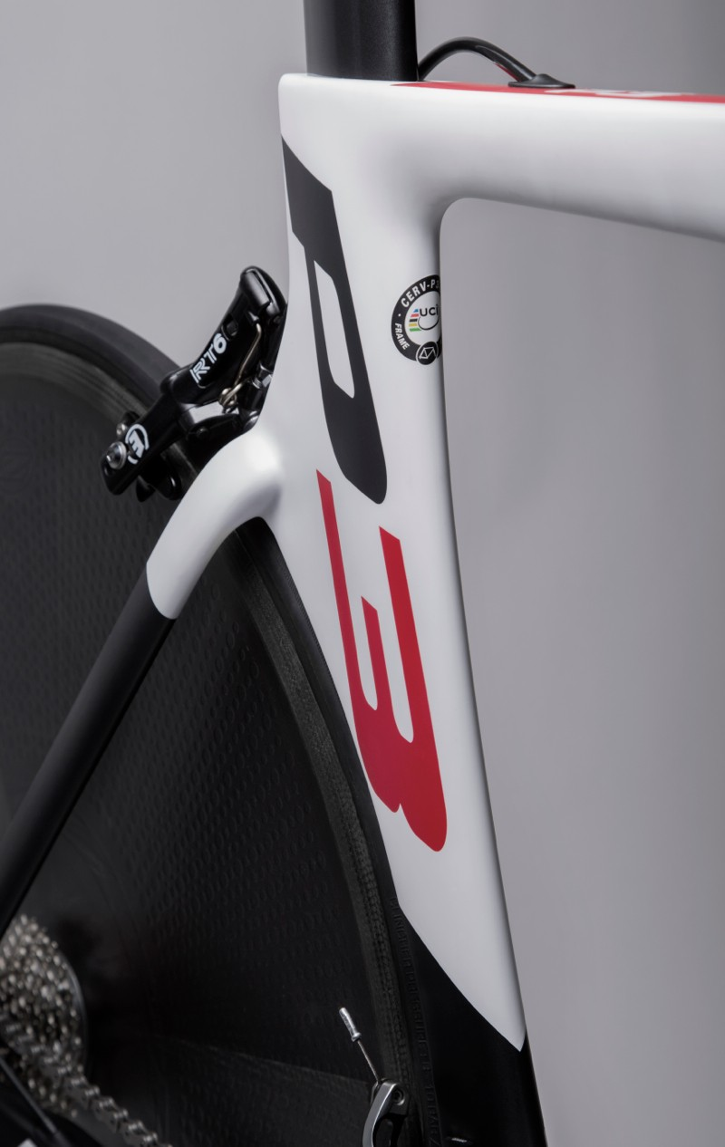 After years of following the rear wheel's profile, the P3 down tube now features the wide, flat profile of the P5