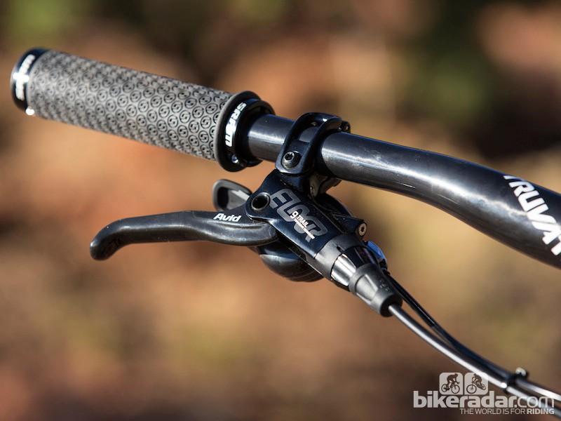 The Avid Elixir 9 Trail lever lacks the cartidge bearing of the XO Trail model