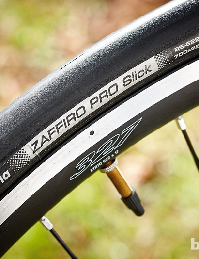 The 25mm tyres add to the comfort, but the ride still isn't as cushioned as hoped
