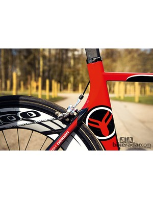The 4ZA T100 wheels are light, but braking isn't brilliant and the flat sides are easily bullied about by crosswinds