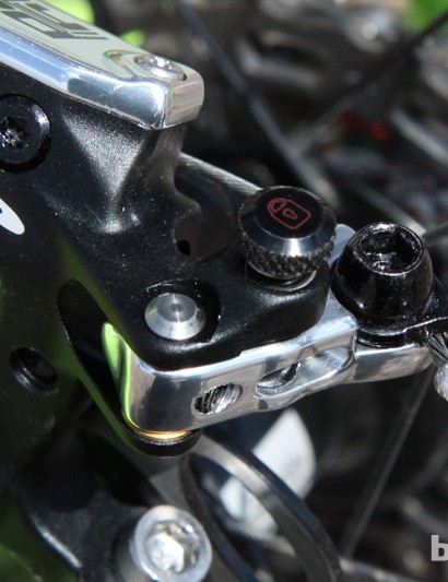 The master cylinder is actuated with a short lever arm at the back of the caliper. TRP says the leverage ratio is a good compromise for the variety of integrated lever systems currently available but we wished for an even-shorter lever throw. The knurled black knob locks the lever arm in place to help set up the cable