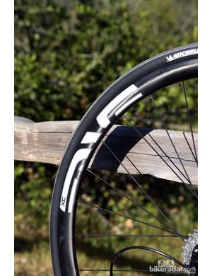 The use of 135mm-wide rear disc hubs also means the ability to run 29er mountain bike wheels. ENVE Composites' 29 XC carbon rim, for example, is exceptionally lightweight but surprisingly rigid, with a very wide tire bed for excellent casing support