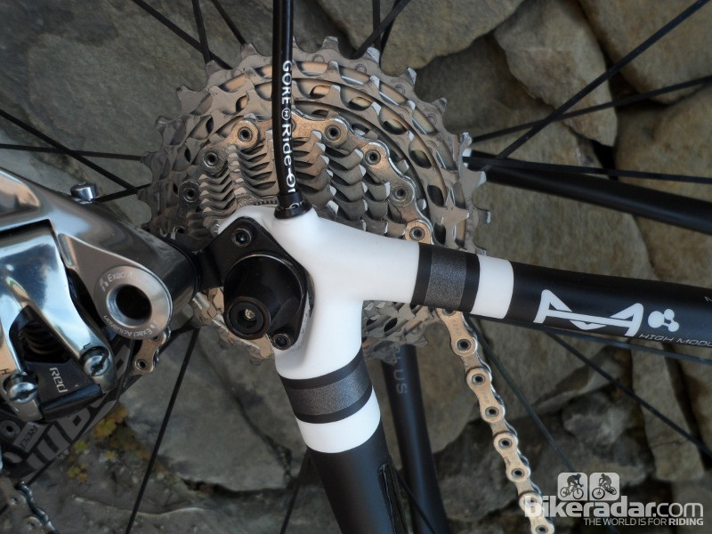 The rear exit cable routing and minimal dropouts are reminiscent of the SuperSix EVO
