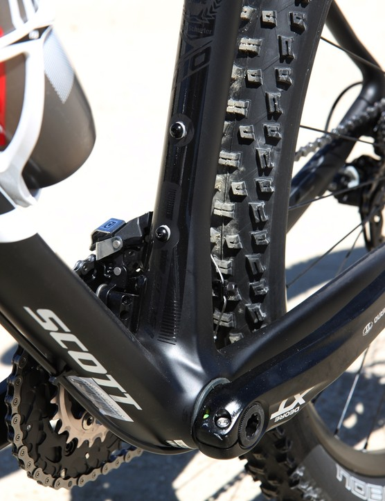 The adjoining tubes make good use of the extra-wide PF92 bottom bracket on the Scott Scale 710