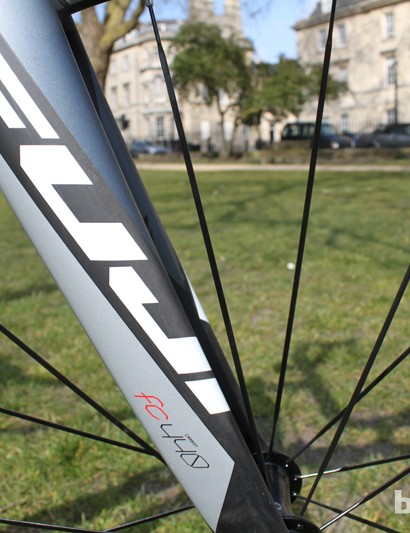 Fuji have fitted their FC-440 carbon monocoque fork to the Gran Fondo