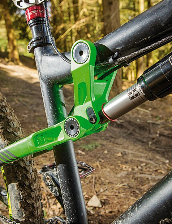 Rear travel is adjustable from 152mm to 177mm (6in to 7in)
