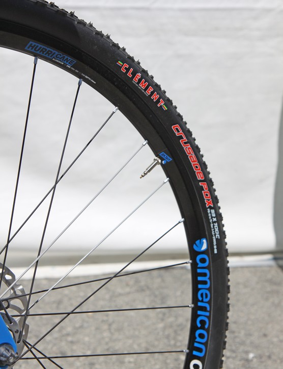 The resultant 36mm actual width on the Clement Crusade PDX tire-and-American Classic Hurricane wheel combination may not fly for UCI-sanctioned races but that won't be a concern for most of the people buying this bike