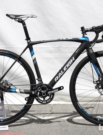 Raleigh's RXC Disc uses the same carbon fiber frame as on the RXC Pro Disc flagship but with a heavier build kit. Raleigh has switched to wide-profile TCX Disc wheels to give amateur racers better grip. Claimed weight is 8.85kg (19.5lb, 55cm) and retail price is US$2,700
